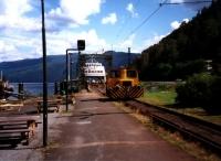 Die Verladung auf die Eisenbahnfähre über den Tinnsjö