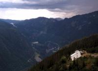 Blick auf die Bergstation der Krossobahn von Rjukan