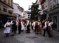 Stavanger:  Volkstanzgruppe in der Innenstadt