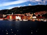 Bergen: Am nördl. Kai stehen die alten Holzhäuser der Brygge